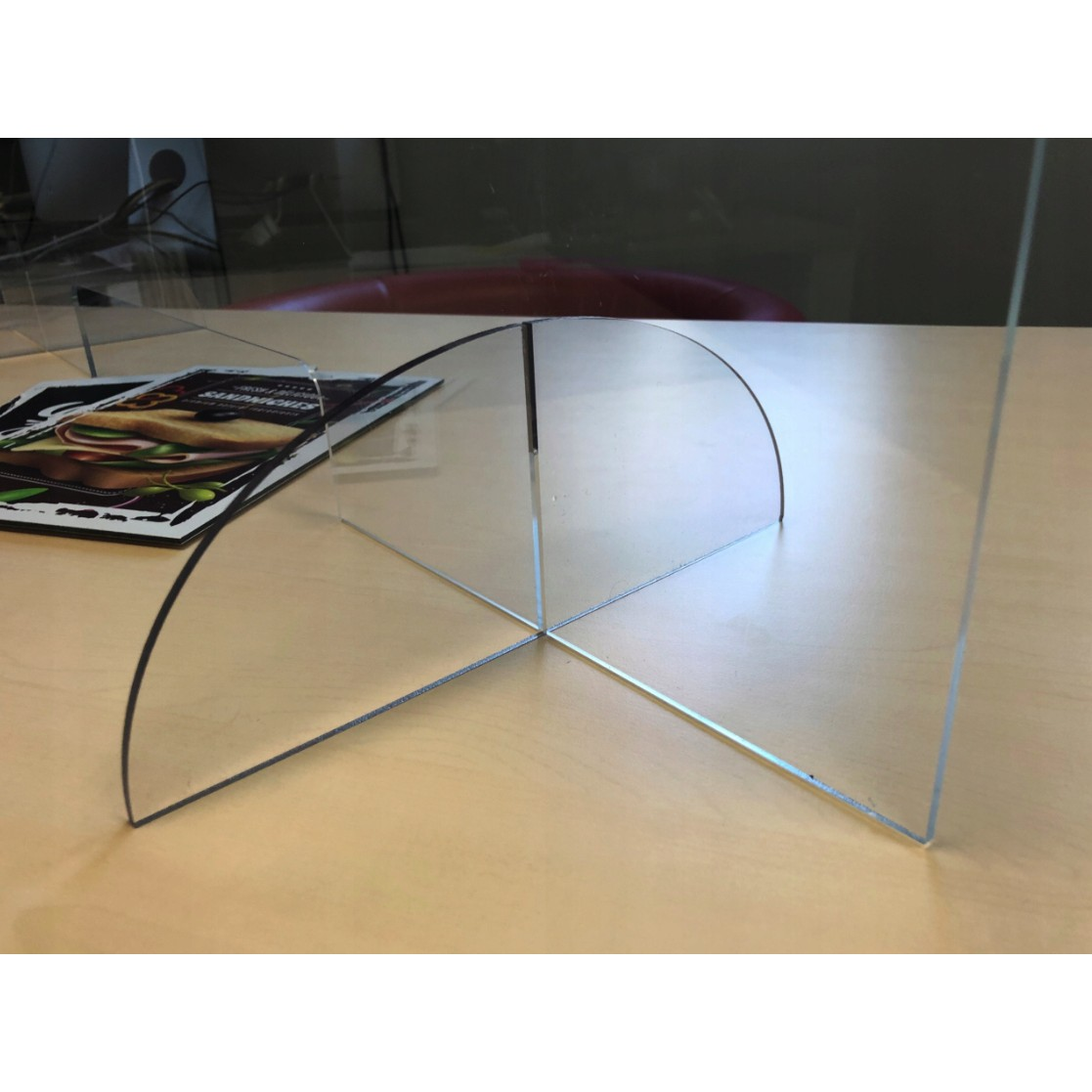 ochranné plexisklo na pult s otvorom polykarbonátová ochranná bariéra megamix.sk