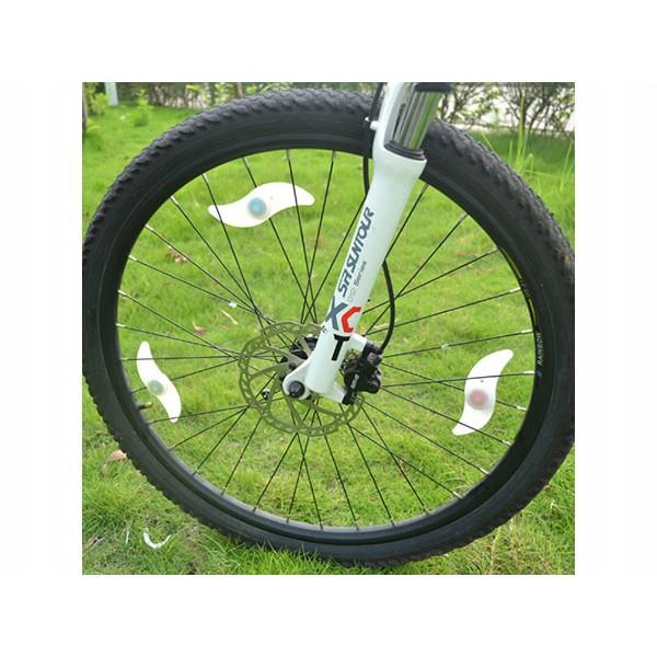 Osvetlenie LED na kolesá bicykla červené 13x4cm megamix.sk