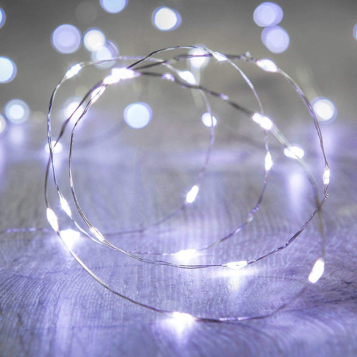 Svetelný drôtik s 20ks LED lampami na batérie studená biela farba svetla megamix.sk