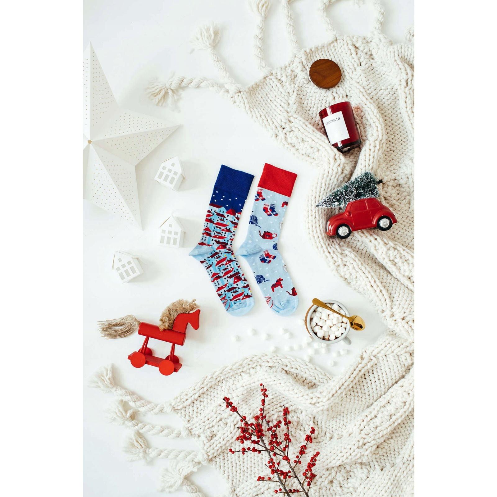 veselé ponožky HYGGE zima mestečko sneh 35-38 farebné megamix.sk